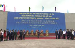 Thông quan hàng hóa qua lối mở cầu phao biên giới Việt - Trung