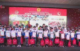"""""""Hành trình cuộc sống"""" tặng 400 chiếc xe đạp cho học sinh nghèo tại Nghệ An"""