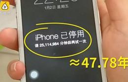 Để con nghịch dại, iPhone bị khóa đến… 47 năm