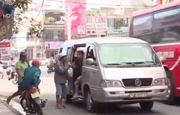 Xe dù tung hoành giữa thành phố Nha Trang