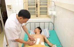 Một giờ sinh tử cứu bệnh nhân người Lào bị bắn vào ngực