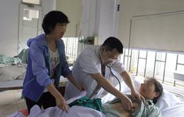 Đang đi du lịch, bệnh nhân bị nhồi máu cơ tim nặng