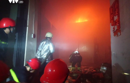 Cháy lớn tại kho bánh kẹo quận Bình Tân, TP.HCM, 200m2 nhà xưởng bị thiêu rụi