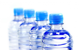 Nên mua máy lọc nước nóng lạnh hay nước uống nước đóng chai?