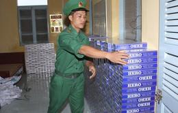 Phát hiện gần 3.000 gói thuốc lá lậu tại hai điểm tập kết lúc rạng sáng