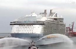 Du thuyền lớn nhất thế giới khởi hành lần đầu từ cảng Barcelona