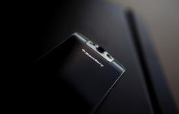 """Smartphone """"bóng ma"""" chuẩn bị ra mắt, BlackBerry vẫn """"sống"""""""
