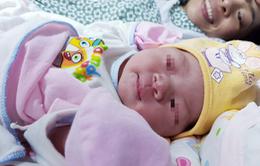 Bé gái đầu tiên ra đời từ điều trị tắc vòi trứng ở người mẹ