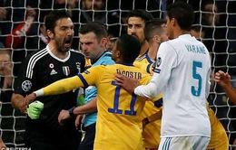 Buffon nhận thẻ đỏ có thể vì… hiểu lầm?