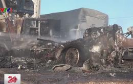 Container bất ngờ bốc cháy dữ dội trên Quốc lộ 1A