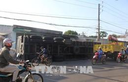 Lâm Đồng: Lật xe chở alumin, lái xe tử vong trong cabin
