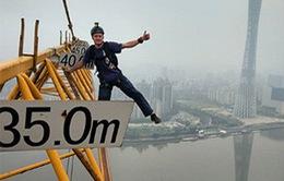 Trung Quốc giam giữ thanh niên nhảy từ tòa nhà cao hơn 500m