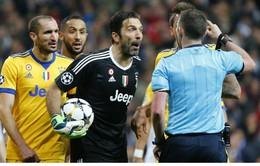 Phóng viên Italia muốn Buffon xin lỗi trọng tài