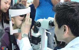 400 người dân Ninh Bình được khám, điều trị mắt miễn phí