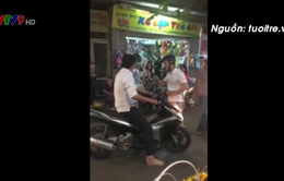 Cảnh sát mặc thường phục bắt người vi phạm gây tranh cãi