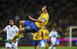 Ibrahimovic ngạo nghễ thách thức C.Ronaldo
