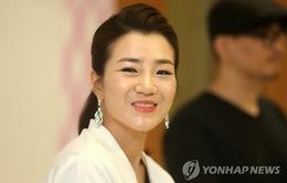 Dư luận Hàn Quốc lại nổi cơn thịnh nộ vì con gái chủ tịch Korean Air  thẳng tay ném chai nước vào mặt nhân viên