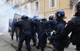 Pháp bắt giữ 18 đối tượng xung đột với cảnh sát