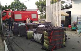 TP.HCM: Cháy cơ sở tái chế vải vụn