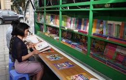 Tặng xe ô tô thư viện lưu động đa phương tiện cho người dân những vùng đặc biệt khó khăn