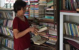 Cụ bà 73 tuổi mở tủ sách miễn phí giữa lòng Thủ đô