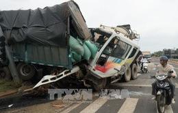 TP.HCM: Tai nạn giao thông giữa xe bồn và 3 xe ô tô
