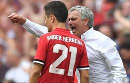 ẢNH: HLV Mourinho tức tối trong ngày Man Utd thắng ngược Tottenham ở bán kết FA Cup