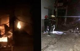 TP.HCM: Cháy xưởng sản xuất trái cây nhựa trong đêm