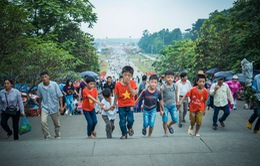 Người dân nườm nượp đổ về Đền Hùng trước ngày chính hội