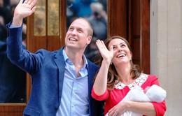 Nước Anh chờ đợi tên của em bé Hoàng gia mới sinh