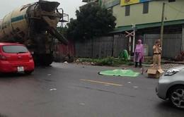 Xe trộn bê tông cán tử vong hai người tại Hà Nội