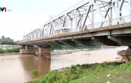 Vì sao cần sớm nâng cấp cầu Đuống?