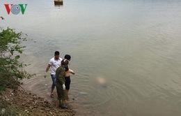 Một bà cụ rơi xuống sông Gianh tử vong
