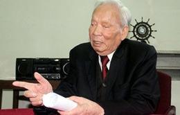 Nguyên Chủ tịch nước Lê Đức Anh nhận Huy hiệu 80 năm tuổi Đảng