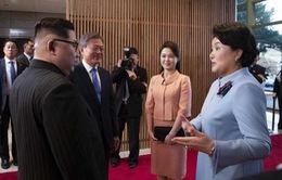 Đệ nhất phu nhân hai miền Nam - Bắc Triều Tiên lần đầu gặp nhau