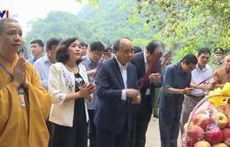 Thủ tướng dâng hương và trồng cây lưu niệm tại Tràng An