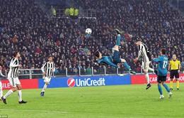 """Cris Ronaldo """"xe đạp chổng ngược"""", CĐV Juventus bật dậy… vỗ tay"""