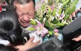 Sau 24 năm tìm kiếm, cha gặp lại con gái nhờ mạng xã hội