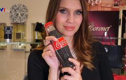 Túi xách hình chai Coca-Cola đính gần 10.000 mảnh kim cương