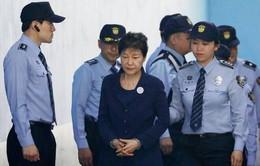 Cựu Tổng thống Hàn Quốc Park Geun-hye bị tuyên xử 24 năm tù giam