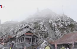 Sa Pa nhiệt độ 5,2 độ C, băng giá phủ trắng đỉnh Fansipan