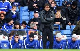 """Chelsea tan mộng top 4, HLV Conte không lo """"bay ghế"""""""