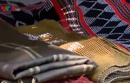Ấn tượng vải nhuộm màu từ nguyên liệu thiên nhiên