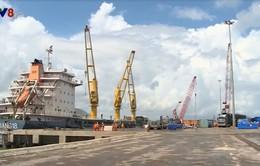 """Hà Tĩnh """"giải cứu"""" tàu hàng 5000 tấn bị mắc cạn ngoài vùng biển Vũng Áng"""