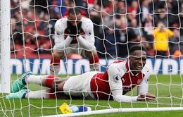 Sắm vai người hùng của Arsenal, Welbeck vẫn bỏ lỡ không thể tin nổi