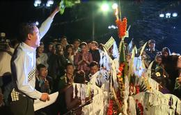 500 bạn trẻ Lào đón Tết Bunpimay trên đất Huế