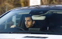 Bị buộc rời Man Utd, Henrikh Mkhitaryan bật khóc