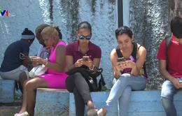 Người dân Cuba thích nghi với mạng Internet chậm nhưng đắt đỏ