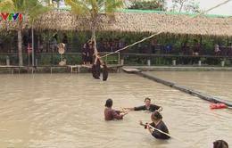 Nở rộ các trò chơi trên sông nước ở miền Tây