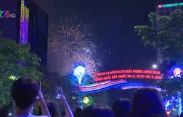 Pháo hoa rực sáng chào mừng 43 năm thống nhất đất nước